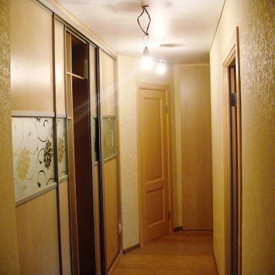 0125-shkafy-v-koridore